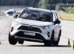 Toyota RAV4 не понравился со скандинавской фауны. Японский ВНЕДОРОЖНИК провалил лосиный тест