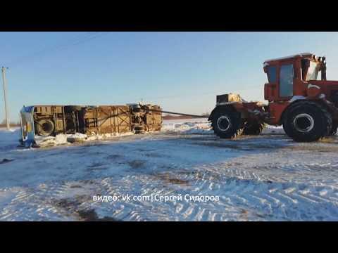 Что осталось от автобуса, который пропорола стрела автокрана  ДТП Тюмень Тобольск 15 01 2020