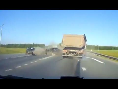 Тонар влетел в легковушки. ДТП Екатеринбург   Тюмень 04 07 2020