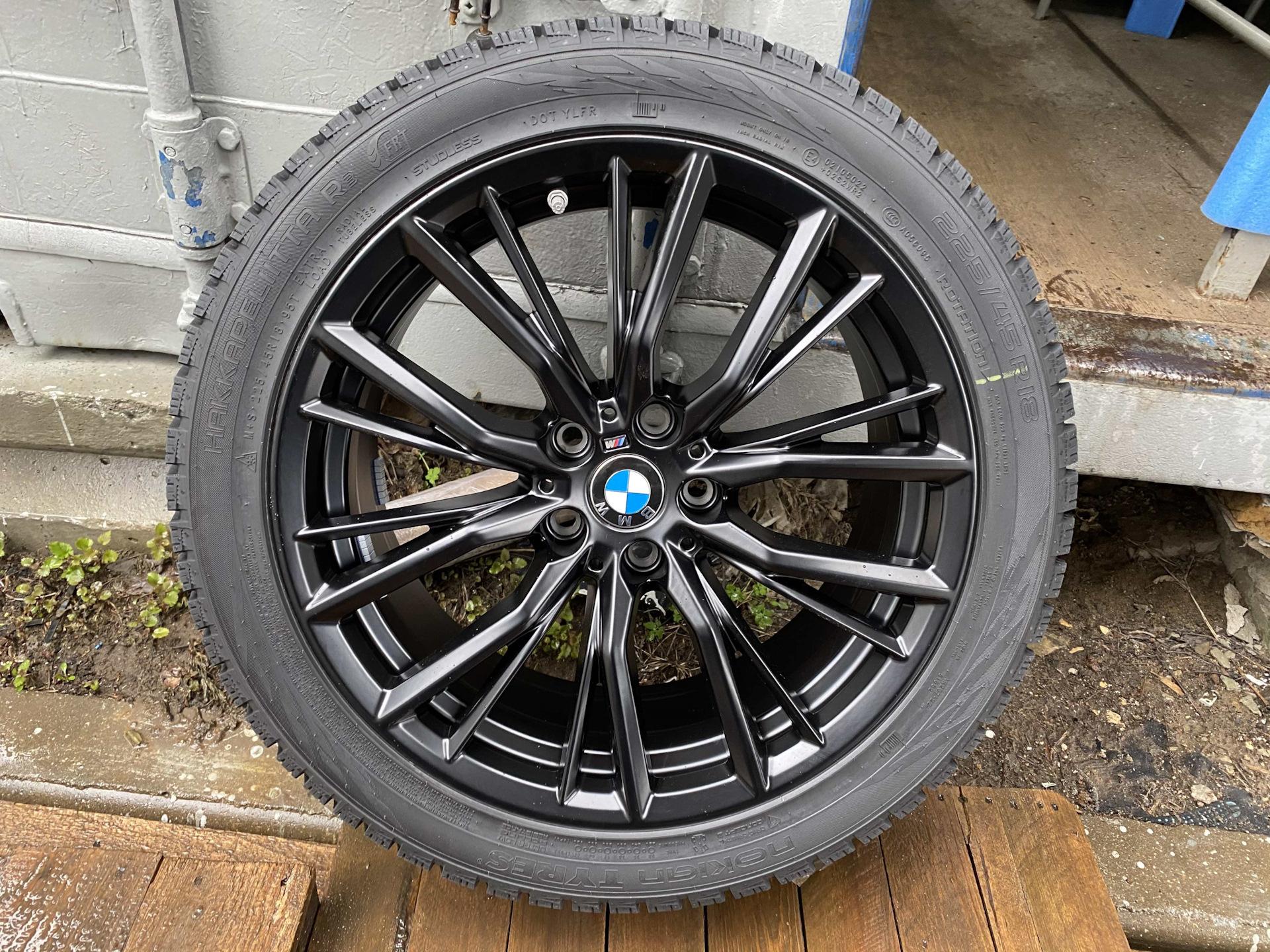 Резина на дисках BMW 3 G20 (черные диски)