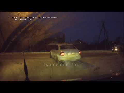 Нива подбила такси  ДТП Тюмень Воронинские горки