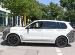 Паркетник BMW X7 2022 показали на шпионских фото с обновленной оптикой
